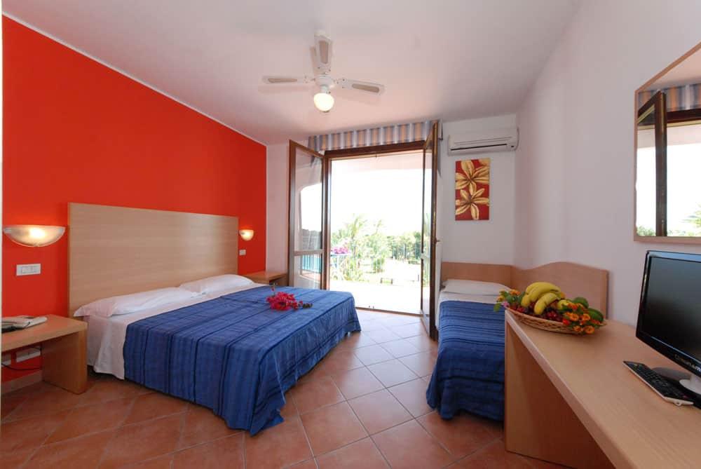 5Santa-Sabina_camere OSTUNI PENSIONE COMPLETA ALL INCLUSIVE HOTEL CLUB SANTA SABINA